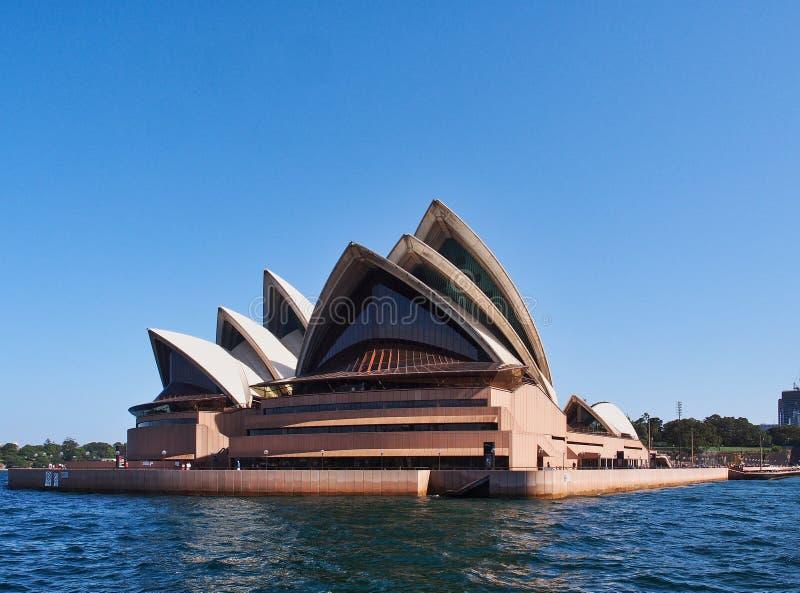 铺磁砖的白色壳,悉尼歌剧院,澳大利亚. 铺磁砖, 房子.图片