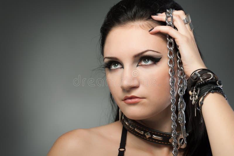 Download 链赤裸妇女年轻人 库存照片. 图片 包括有 欲望, 夫人, 黑暗, 胸骨, 爱好健美者, 激情, 迷信, 吸引力 - 15688886