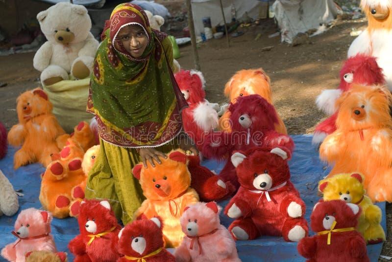 销售女孩玩偶卖主家庭 免版税库存图片
