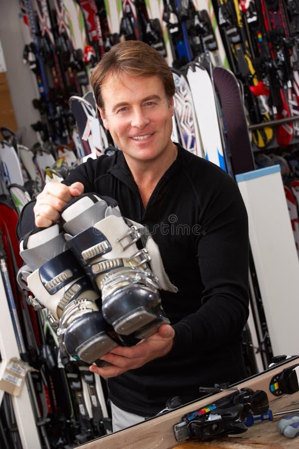 销售额辅助与滑雪靴在聘用界面 图库摄影