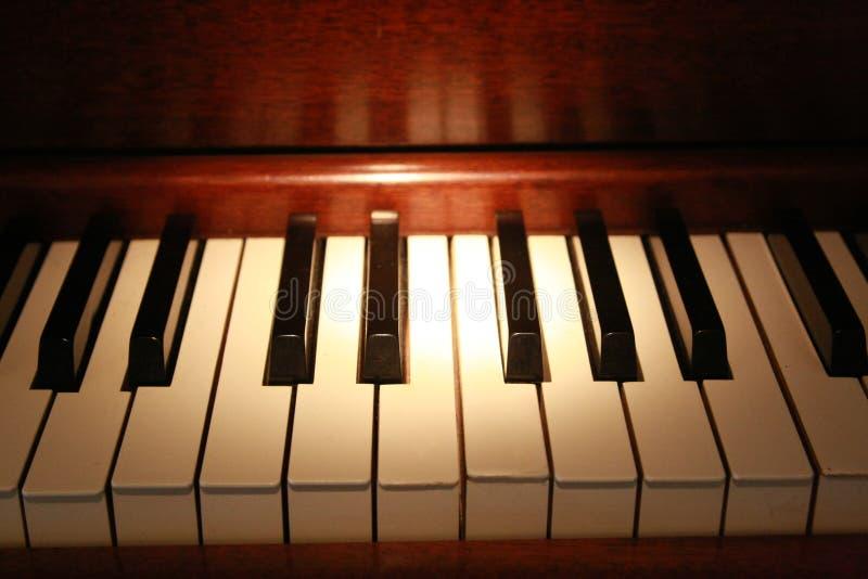 锁上老钢琴 免版税库存图片