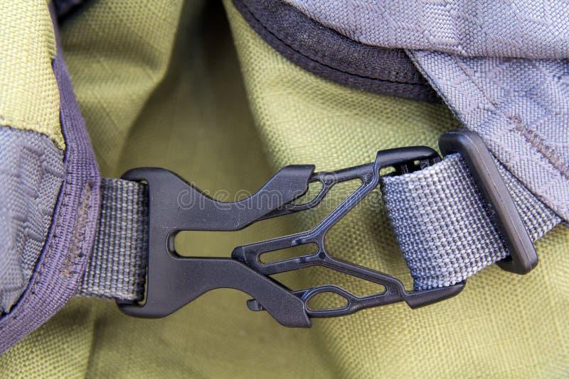 锁着的灰色方便安全塑料钩子o特写镜头细节  免版税库存图片