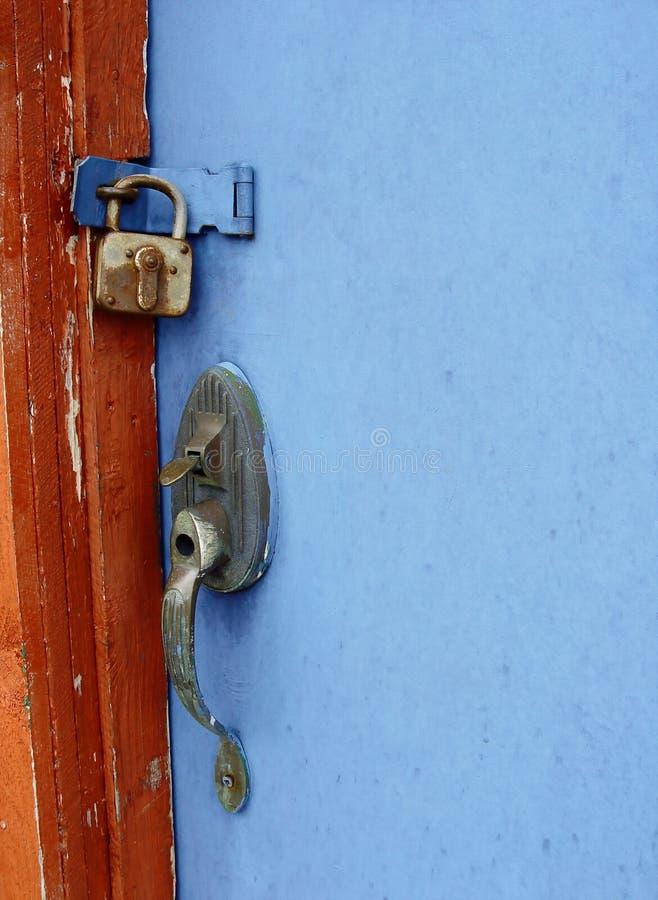 锁着的蓝色门 免版税库存照片