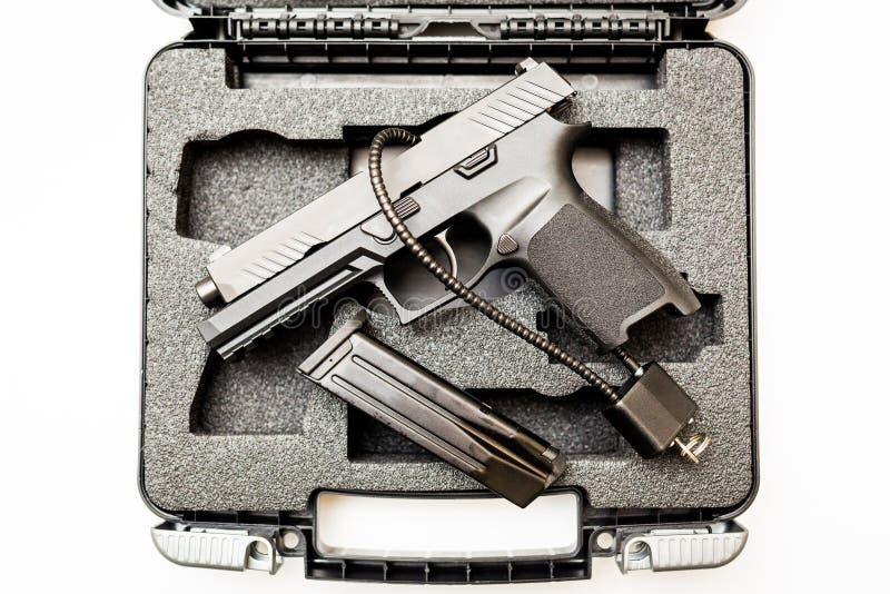 锁着的被解除武装的手枪,万一白色背景 库存图片