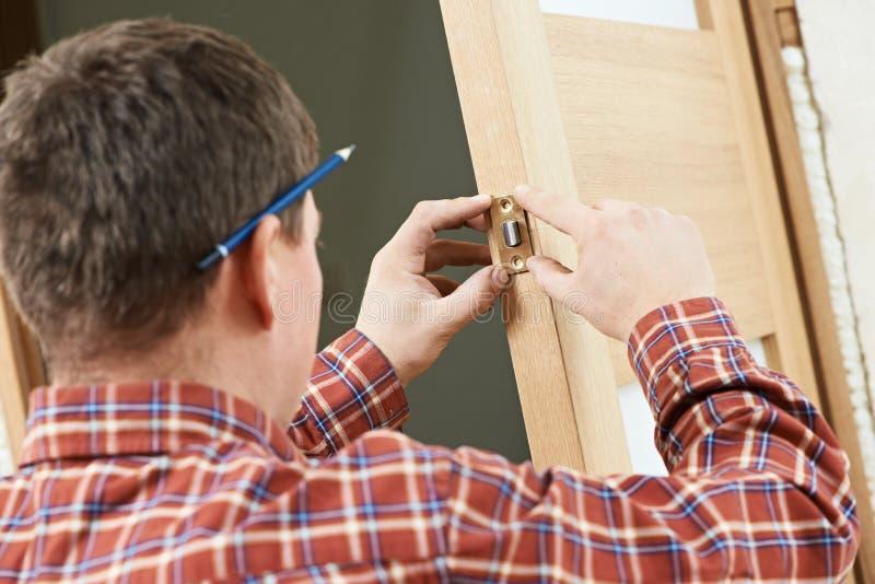 锁设施的男性木匠 库存照片