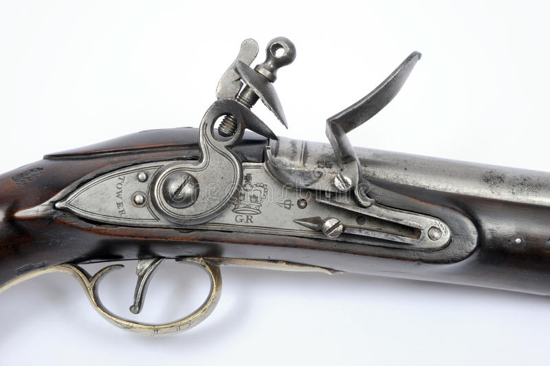 锁18世纪燧发枪手枪的细节 免版税库存图片