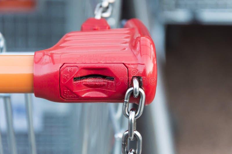锁系统的购物车 免版税库存照片