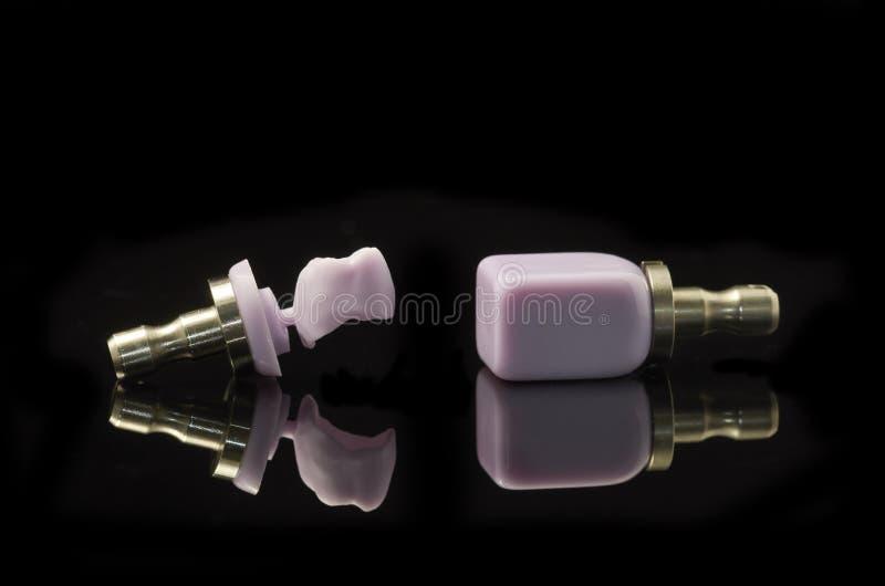 锂Disilicate槽牙和块玻璃陶瓷为CAD 免版税库存图片