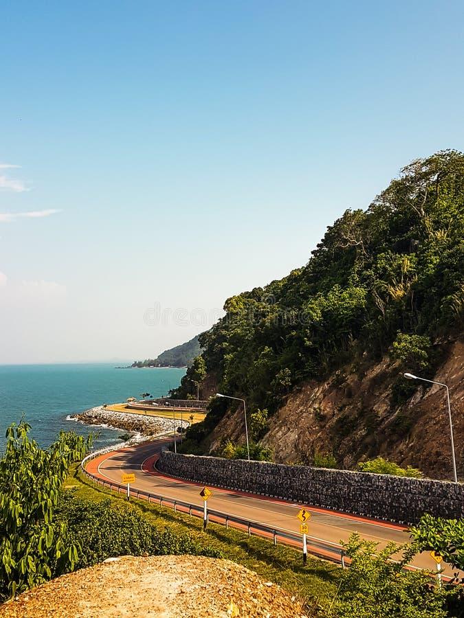 锋利的曲线和美丽的天空,Noen-nangphaya观点,庄他武里府,泰国 库存照片