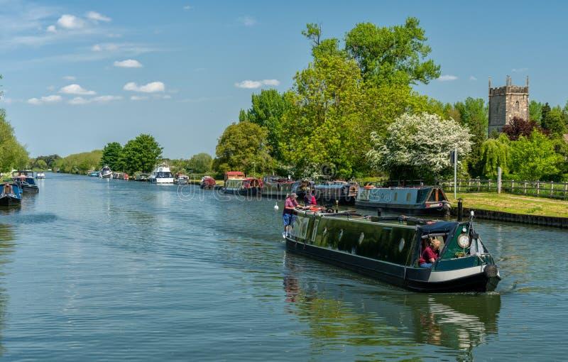 锋利的看法-从Splatt桥梁,塞弗恩的,格洛斯特郡弗兰普顿的格洛斯特运河 免版税库存照片