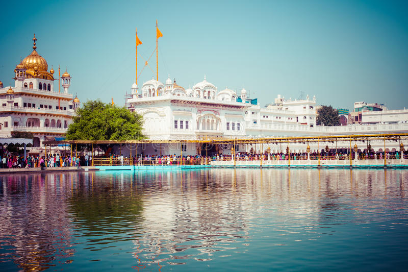 锡克教徒的gurdwara金黄寺庙(Harmandir Sahib)。阿姆利则,旁遮普邦,印度 免版税库存图片