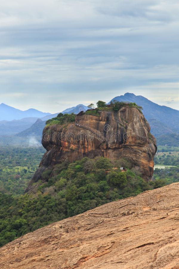 锡吉里耶岩石堡垒,联合国科教文组织世界遗产名录站点,看见从Pidurangala岩石,斯里兰卡, 免版税图库摄影