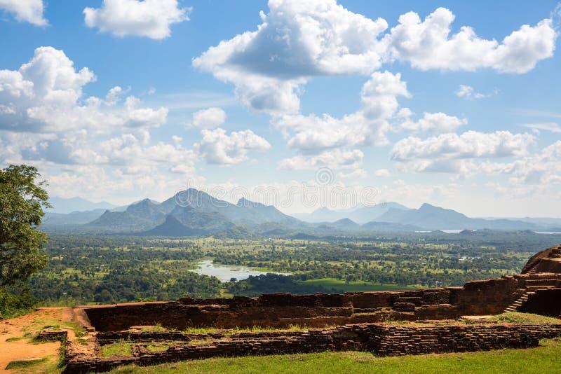锡吉里耶斯里兰卡,佛教寺庙废墟 免版税库存图片