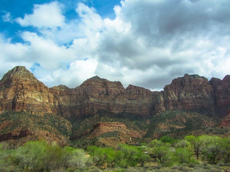 锡安国家公园的山风景在犹他 图库摄影