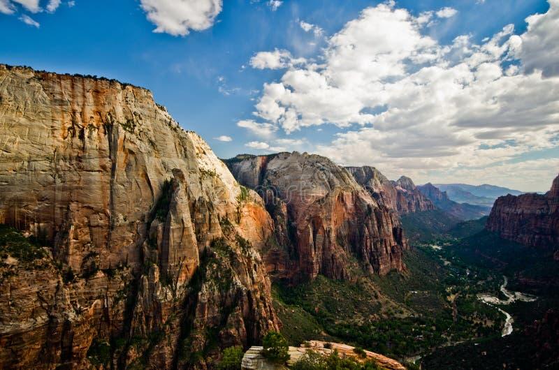 锡安峡谷如被看见从登陆在锡安国家公园的天使 图库摄影