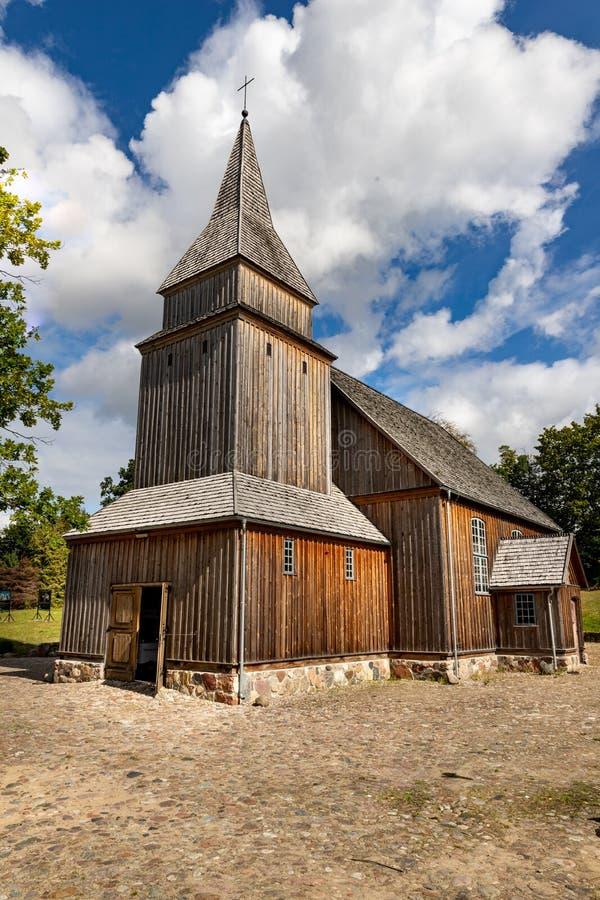 锡拉科维采,波莫斯基/波兰 — 2019年9月4日:木质基督教庙 中欧波梅拉尼亚的教堂 库存照片