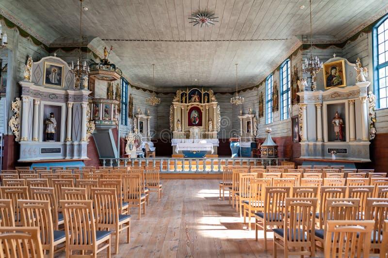锡拉科维采,波莫斯基/波兰 — 2019年9月4日:木质基督教庙 中欧波梅拉尼亚的教堂 库存图片