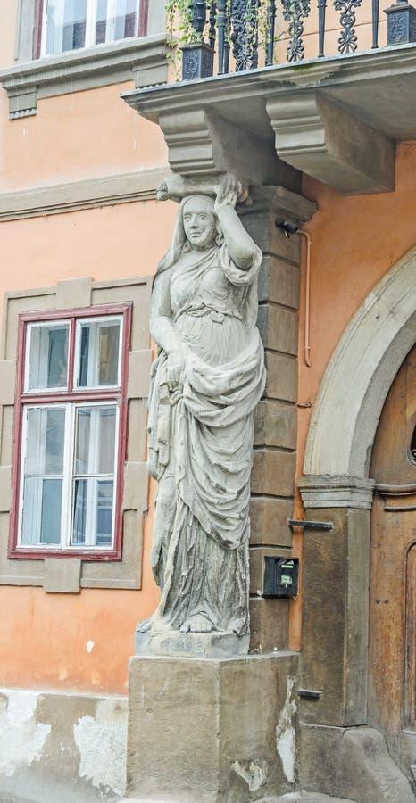 锡比乌,罗马尼亚:有Caryatides的(住处古芝Cariatide)议院 库存照片