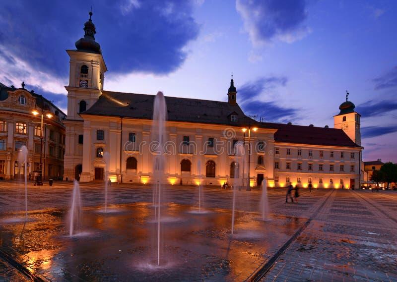 锡比乌-夜视图-罗马尼亚 库存照片