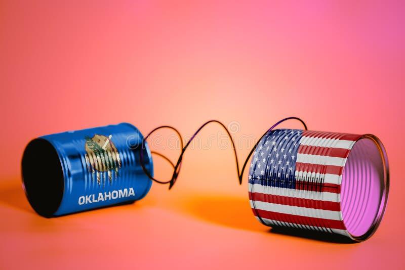 锡罐打电话与美国和俄克拉何马美国州旗子 黑色通信概念收货人电话 库存照片