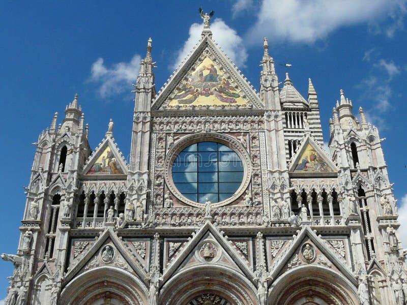 锡耶纳主教座堂的透雕细工门面的片段,意大利 免版税图库摄影