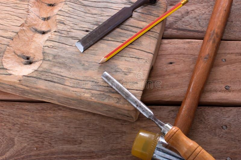 Download 锤击在木头的凿子 库存图片. 图片 包括有 木匠业, 现有量, 技能, 手工, 铅笔, 木材, 雕刻师, 工艺 - 59112271