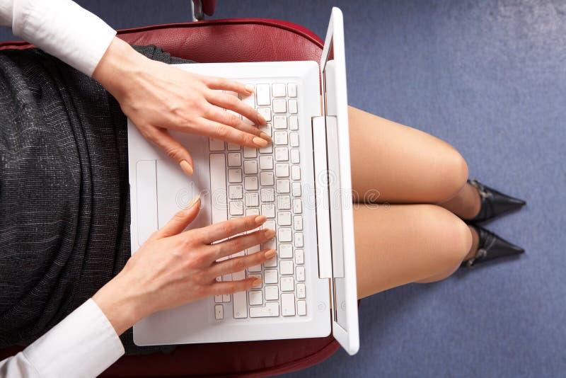Download 键入 库存图片. 图片 包括有 连接数, 信息, 关键董事会, 女性, 买卖人, 雇佣, 迷住, 现有量 - 15675655
