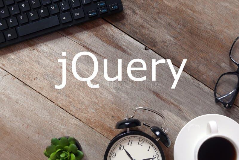 键盘、太阳镜、一杯咖啡,时钟和植物顶视图木背景的写与jQuery 库存照片