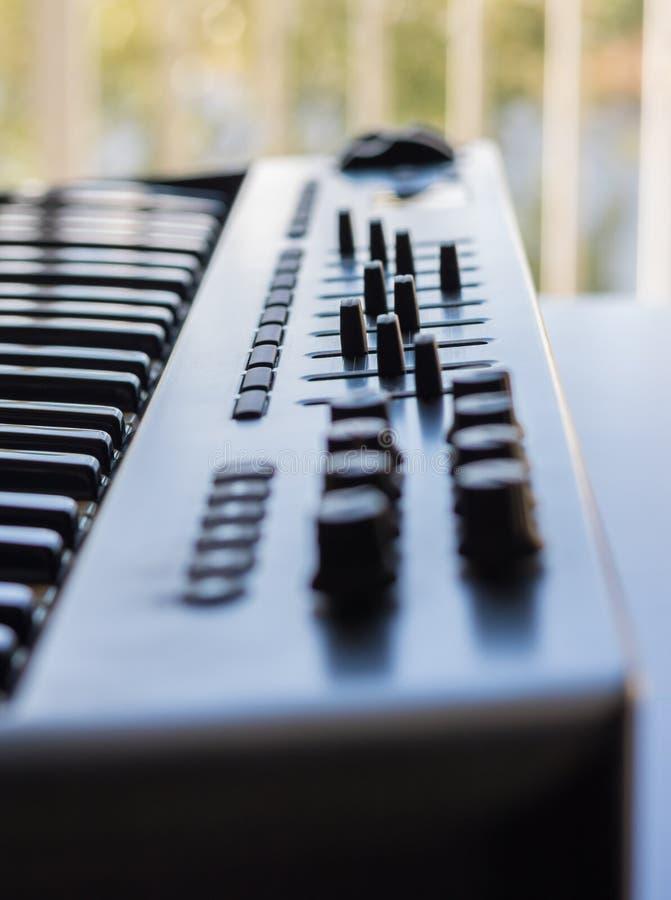 键盘仪器和它的录音室质量 图库摄影