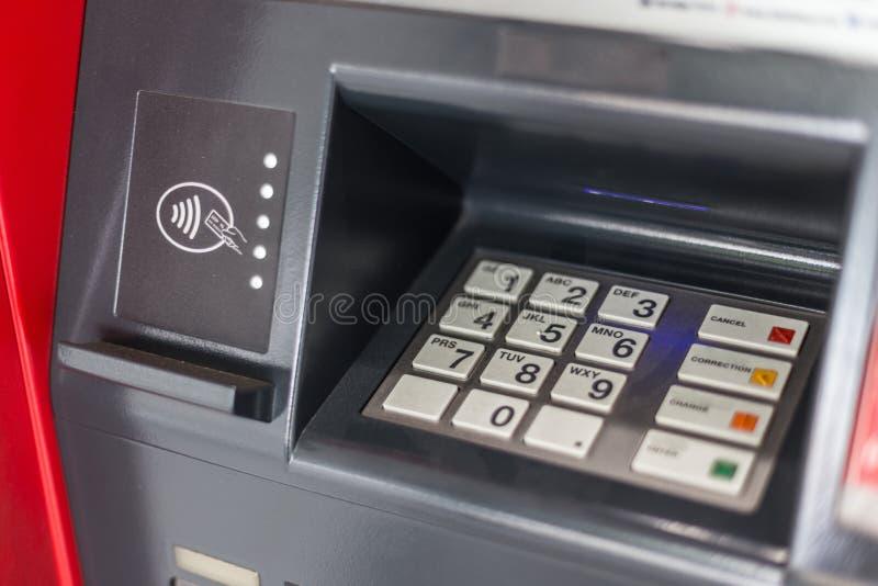键盘选择聚焦在ATM的 免版税库存图片