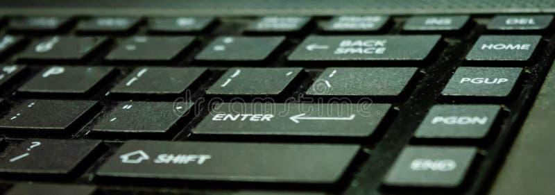 键盘,人脉的,办公室工作者,人们技术环球使用对社会连接 免版税库存照片