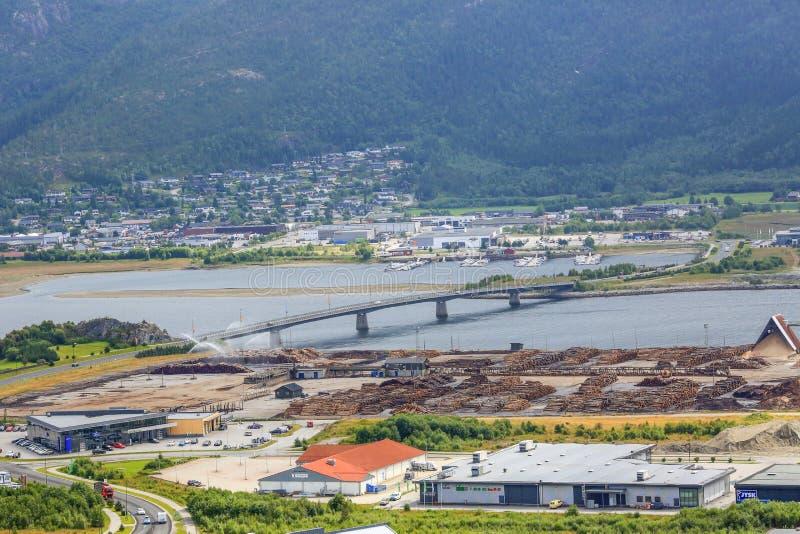 锯木厂区域Aerian视图在纳姆索斯,挪威 免版税库存图片
