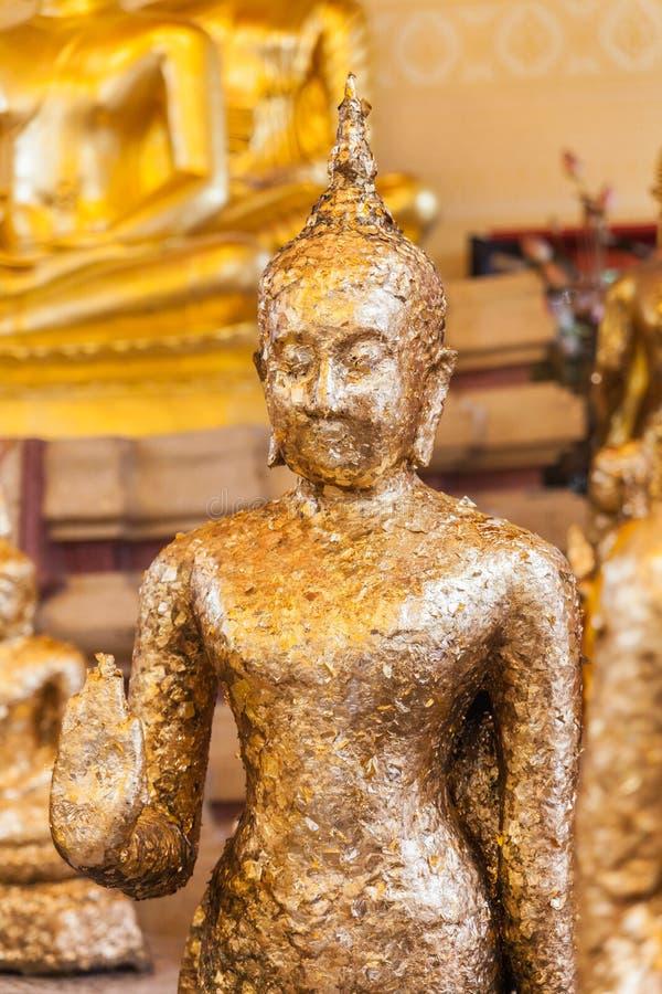 镀金在泰国寺庙的古老菩萨雕象 库存照片
