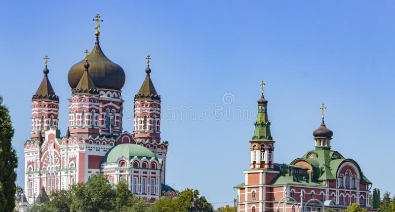 镀金正统大教堂的圆顶反对蓝天的 免版税库存图片