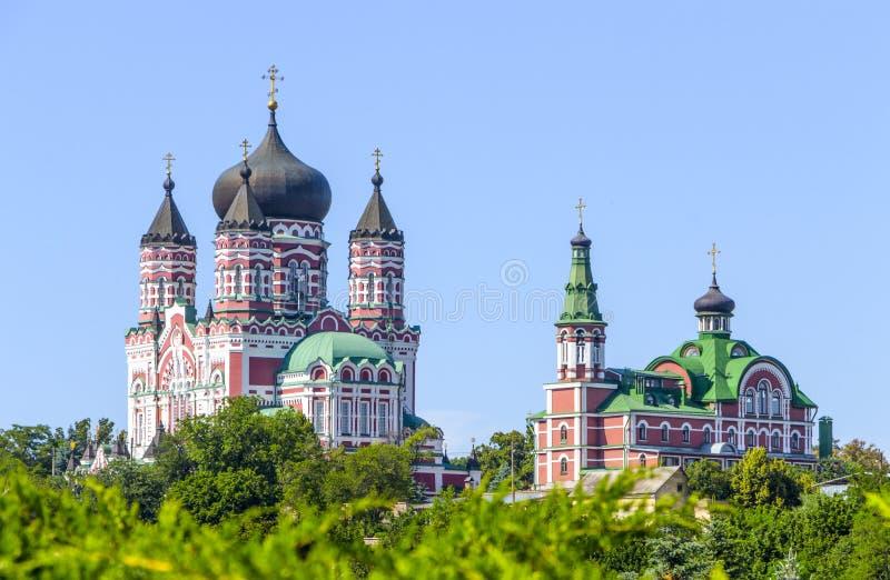 镀金正统大教堂的圆顶反对蓝天的 库存照片