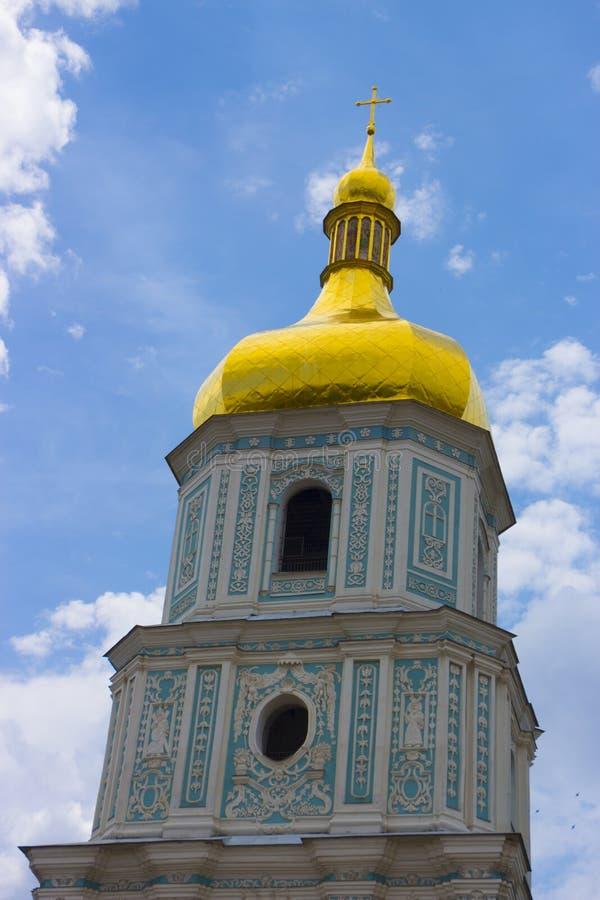 镀金正统大教堂的圆顶反对蓝天的 库存图片