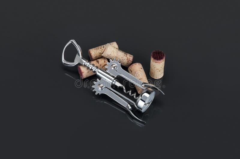 镀铬物金属拔塞螺旋和黄柏 免版税图库摄影