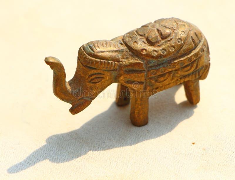 镀青铜大象的小雕象 纪念品 印度 库存照片
