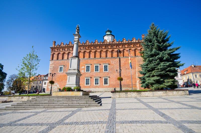 镇中心和城镇厅在桑多梅日,波兰 图库摄影