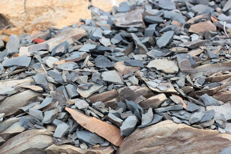 镇压和砂岩背景五颜六色的层数  砂岩大堆,各种各样的自然砂岩仓库面积  patt 免版税库存图片