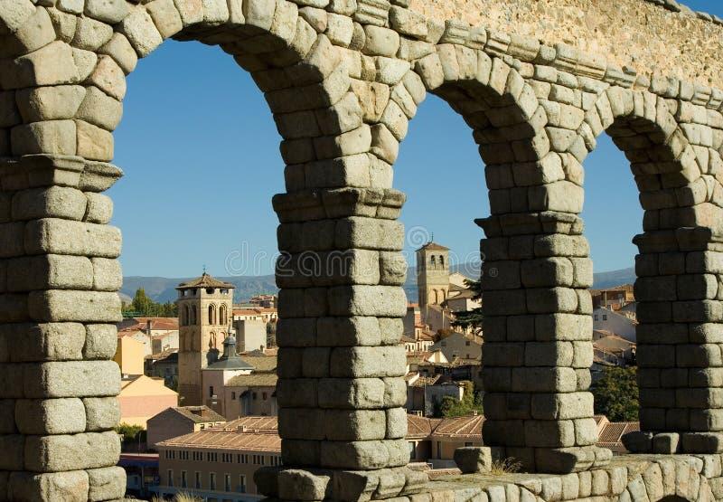 镇在西班牙,塞戈维亚 渡槽 免版税库存图片