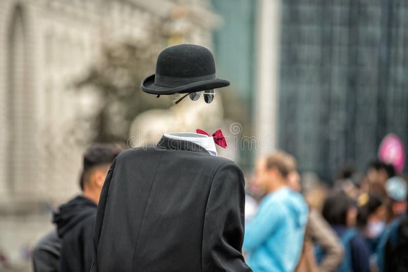 镇街道的无形的人 免版税库存照片