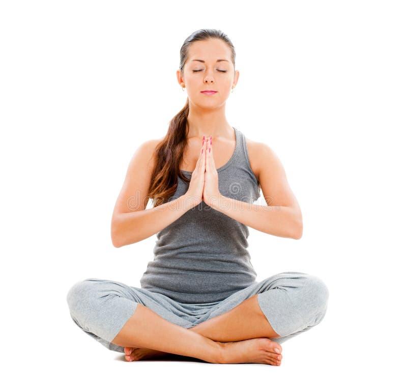 镇静执行的执行俏丽的女子瑜伽 免版税库存照片