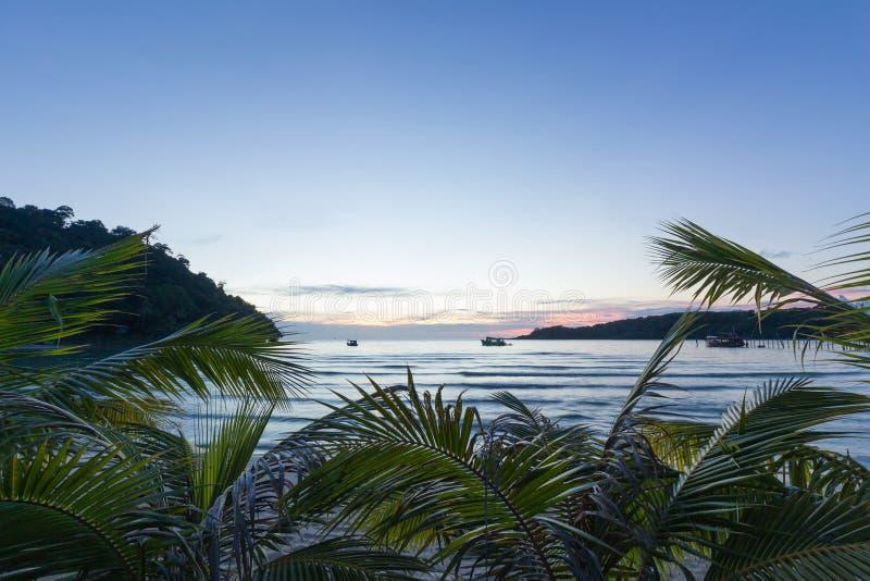 镇静日落海滩在泰国 库存图片