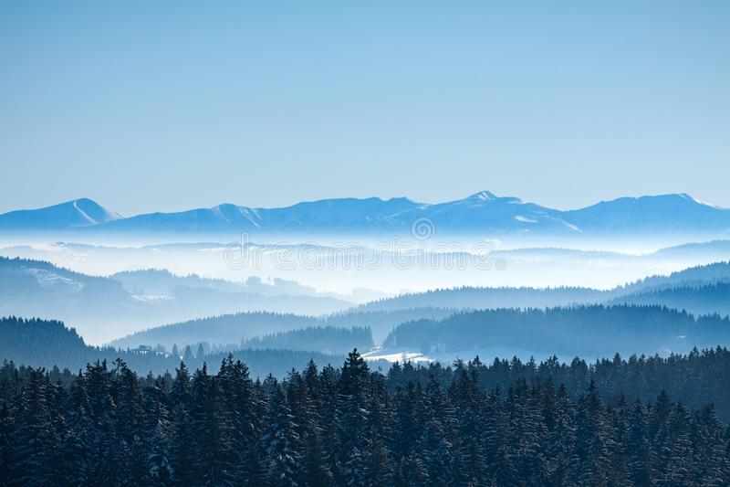 镇静横向早晨山冬天 库存图片