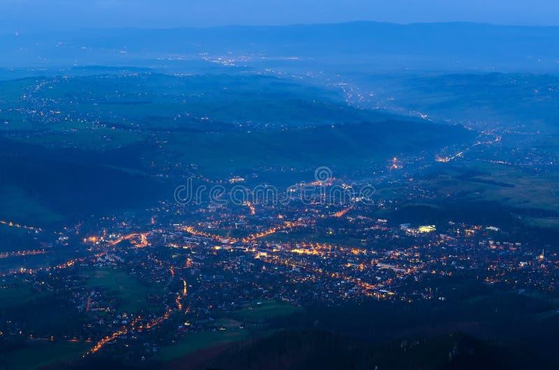 镇风景在晚上 免版税库存图片