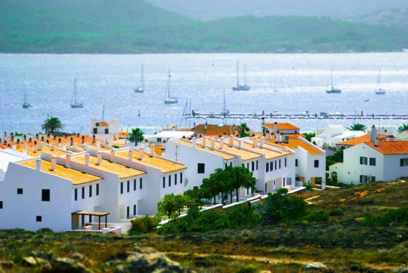 镇Fornells, Menorca,西班牙鸟瞰图  掀动转移作用 库存照片