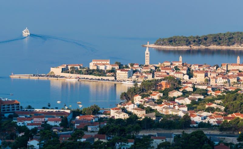 镇Rab,克罗地亚旅游胜地的看法 库存图片