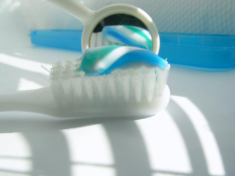 镜子牙刷 免版税图库摄影