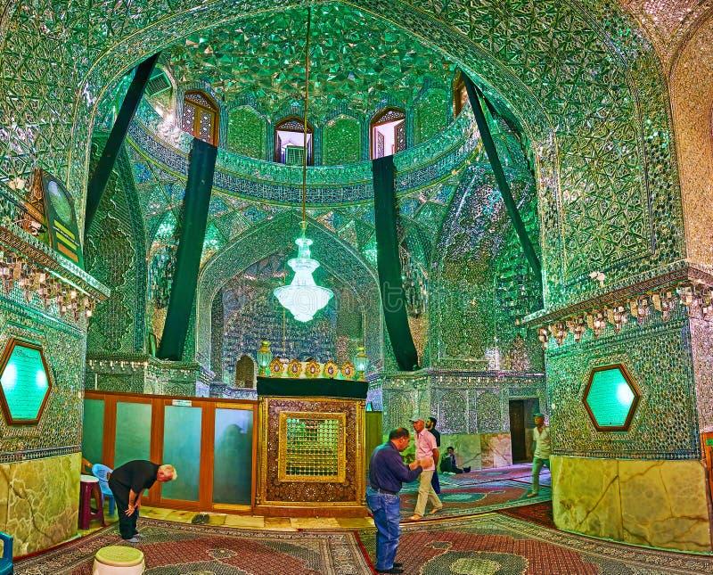 镜子Imamzadeh阿里Ibn哈姆扎圣洁寺庙,设拉子霍尔, 库存照片